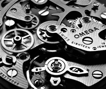 Orologeria Cotifava Mantova 1946: particolare movimento Omega Speedmaster Moonwatch cal.1861